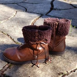 Cute Muk Luks ankle boots